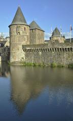 Torres Castillo de Fougères, Bretaña, Francia