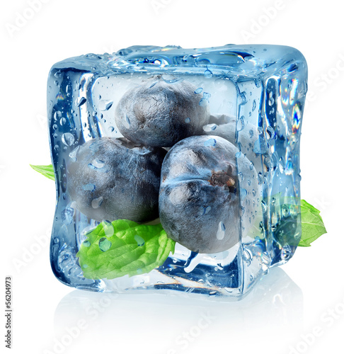 Ice cube and blueberry © Givaga