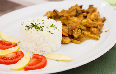 White rice, chicken meat, mushrooms and fresh vegetables