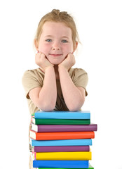 kleines Mädchen mit Büchern