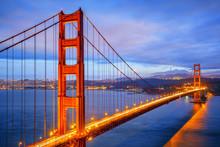 Ansicht der berühmten Golden Gate Bridge bei Nacht