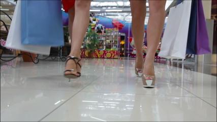 High-heeled shopping