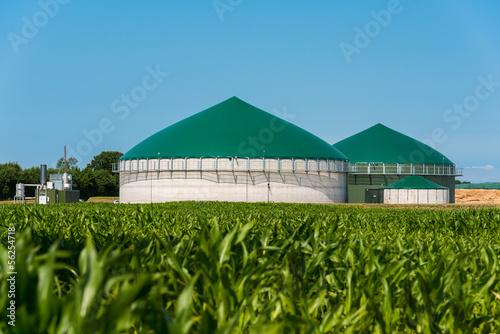 Biogas-Anlage mit Maisfeld 3085 - 56254718