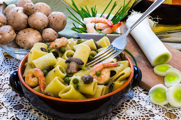 Shrimp and Mushroom Pasta in ceramic clay pot