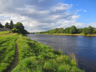 rio caudaloso