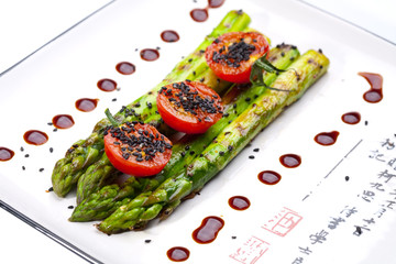 Grilled asparagus with tomatoes
