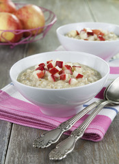 Oatmeal with caramelized apples