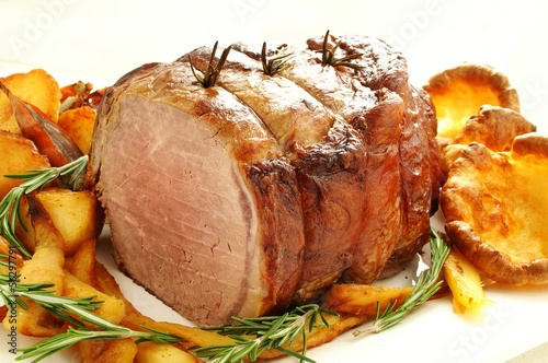 roast beef joint with vegetables