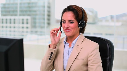Dynamic attractive operator making a phone call