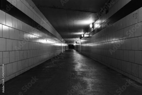 In de dag Tunnel Dark empty tunnel