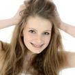 Teenager rauft sich die Haare