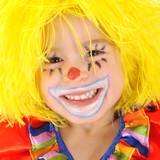 Fototapety Kleinkind als Clown verkleidet