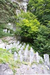 山寺の石像群