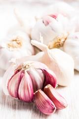 (Allium sativum) Knoblauch - Knollen und einzelne Zehen