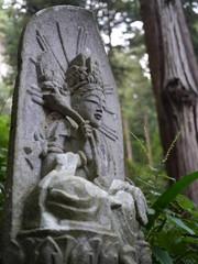 山寺の石像