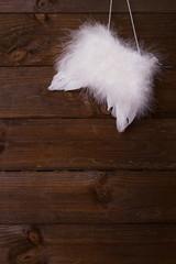 Engelsflügel auf Holz