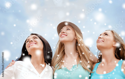 girls looking up in the sky