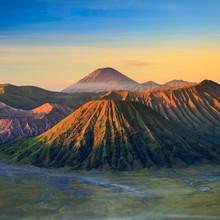 Bromo Volcan montagne dans le parc national de Tengger Semeru à sunris