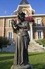 Statue mairie Soulac sur mer