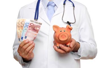Arzt mit Geld und Sparschwein