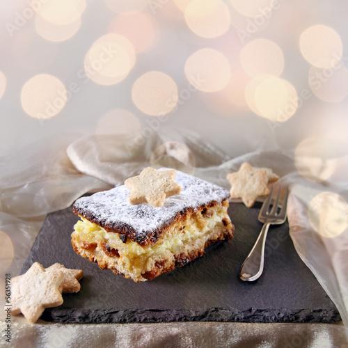winterapfelkuchen mit anissternen und bokeh