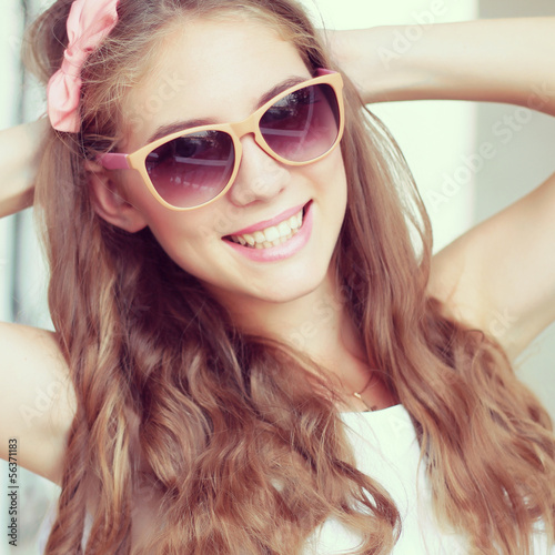 beautiful glamour woman in sunglasses