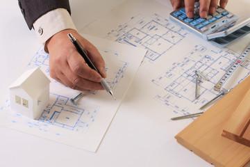 建築図面と手