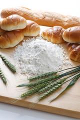 パンと小麦粉と小麦