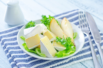 salad with camembert and pears