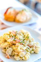 Tapas di insalata di pasta con pesce