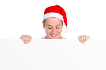 weihnachtsmann schaut auf plakat