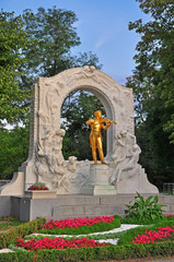 Strauss monument