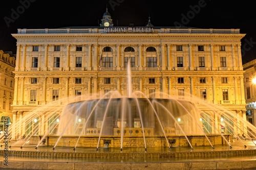 Leinwanddruck Bild Genova, Piazza de Ferrari in notturna