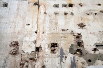 Sanierung *** alte Wand, Anschlüsse
