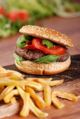 panino con hamburger e pomodoro