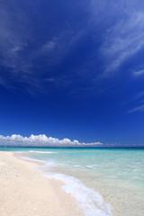 ナガンヌ島の美しいビーチと夏空