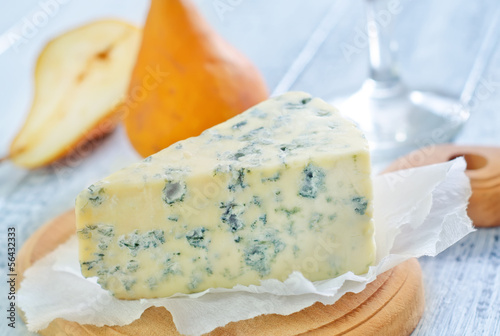 blue cheese and pears