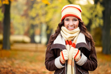 girl feeling cold in autumn park