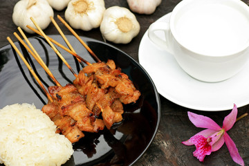Roasted pork with sticky rice : thai style food