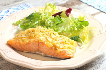 Baked salmon with almond and cheese crust