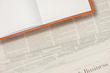 新聞の背景にノートブック