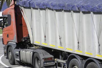 Camion pieno
