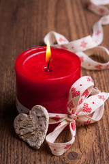 Festliche Kerze im Landhausstil