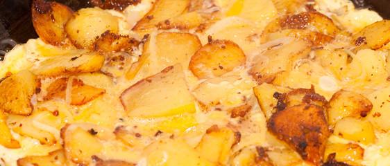 Omelett mit Bratkartoffeln