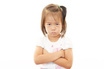 怒った表情の女の子