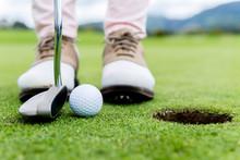 Golf-Spieler auf der grünen