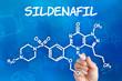 Hand zeichnet chemische Strukturformel von Sildenafil