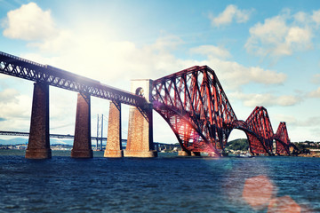 train on forth bridge