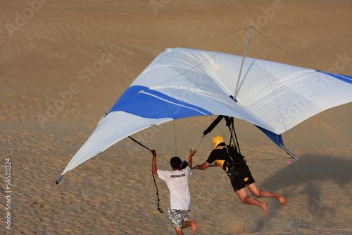 Leinwanddruck Bild Hang Glider under instruction