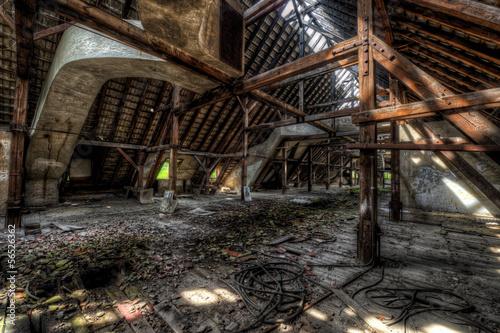 Baufälliger dachboden eines alten Hauses